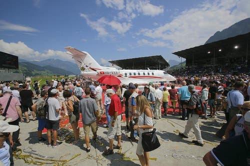 Grosses Interesse am neuen Flugzeug. (Bild: André A. Niederberger / Neue NZ)