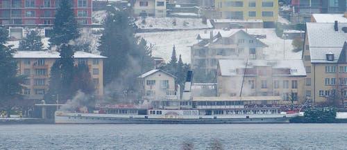 Rauch auf dem Dampfschiff Uri. (Bild: Leser Karl Amstutz)