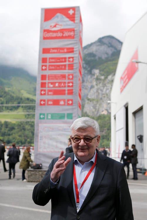Joschka Fischer, ehemaliger deutscher Aussenminister, will den Höhepunkt europäischer Transportgeschichte nicht verpassen. (Bild: Keystone / Alexandra Wey)