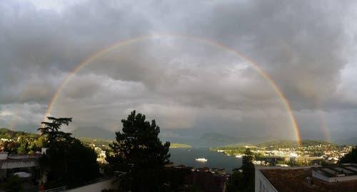 Regenbogen über dem Vierwaldstättersee von gestern Abend. (Bild: Angela Krieger)