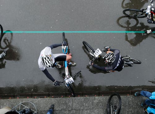 Das Bergrennen Zugerberg Classic mit Läufer und Mountainbiker. Stefan Kaiser (Neue ZZ) (Bild: Stefan Kaiser / Neue ZZ)