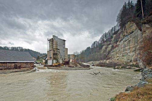 Das Wasser läuft zurück in die Kleine Emme. (Bild: Pius Amrein (Neue LZ))