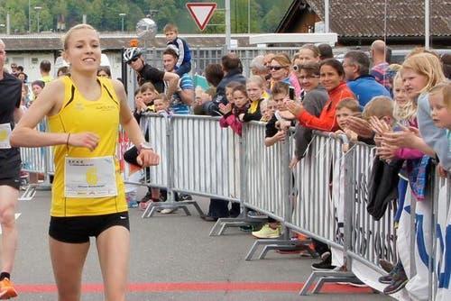 Mirjam Niederberger läuft zum Sieg in der Kategorie Frauen Elite. (Bild: pd)