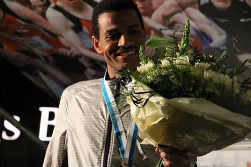 Simon Tesfay strahlt über seinen Sieg. (Bild: Ramona Geiger / luzernerzeitung.ch)