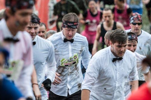 Läufer mit lustigem Kostüm. (Bild: Sebastian Schneider / Keystone)