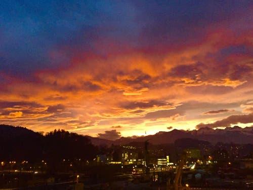 Sonnenaufgang, aufgenommen in Kriens (Bild: Hans Scheidegger)