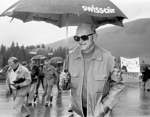 Alt Bundesrat Alphons Egli während dem jährlich wiederkehrenden «Schulreisli» des Bundesrates, aufgenommen am 27. Juni 1985. (Bild: Keystone / Str)
