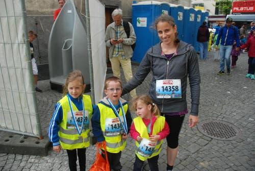 Muriel Morger aus Kriens mit Aline (links) und Leon (zweiter von links) Waser aus Emmenbrücke. (Bild: Swiss-Image)