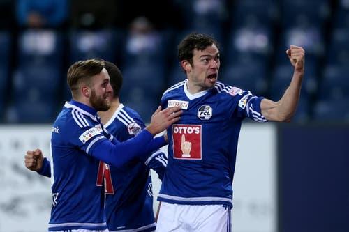 Luzerns Sebastian Schachten (rechts) bejubelt das 1:0. (Bild: Philipp Schmidli)