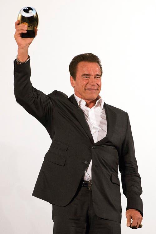 Der österreichisch-amerikanische Filmschauspieler Arnold Schwarzenegger wird am Zurich Film Festival mit dem Golden Icon Award ausgezeichnet. (Bild: Keystone / Anthony Anex)