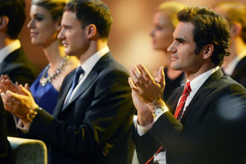 Tennisspieler Roger Federer (rechts) neben Langläufer Dario Cologna. (Bild: Keystone)