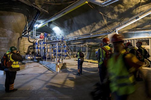 Multifunktionsstelle Sedrun: 12 Wochen vor der Eröffnung des 57 Kilometer langen Gotthard-Basistunnels läuft der Testbetrieb auf Hochtouren. (10. März 2016). (Bild: Keystone / Alexandra Wey)