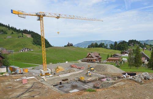 Baustelle bei der neuen Bergstation hinter dem Hotel Klingenstock am 11. September 2014 (Bild: Bergbahnen Stoos)