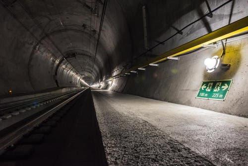 Alle 325 Meter gibt es eine Nothaltestelle. Auf dem Bild: Notbeleuchtung bei Amsteg (24.08.2015). (Bild: PD)