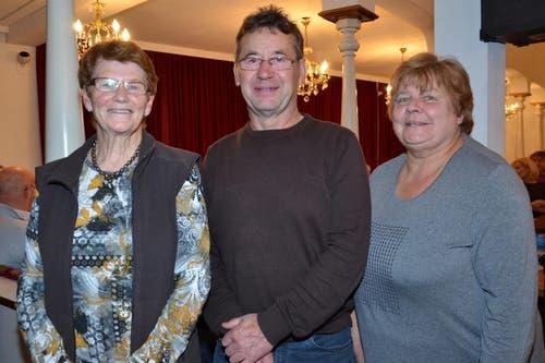 Erjassten im «Hirschen» den ersten bis dritten Platz: Monique Büchler, Willy Albisser und Heidi Mann (von links). (Bild: Claudia Surek)