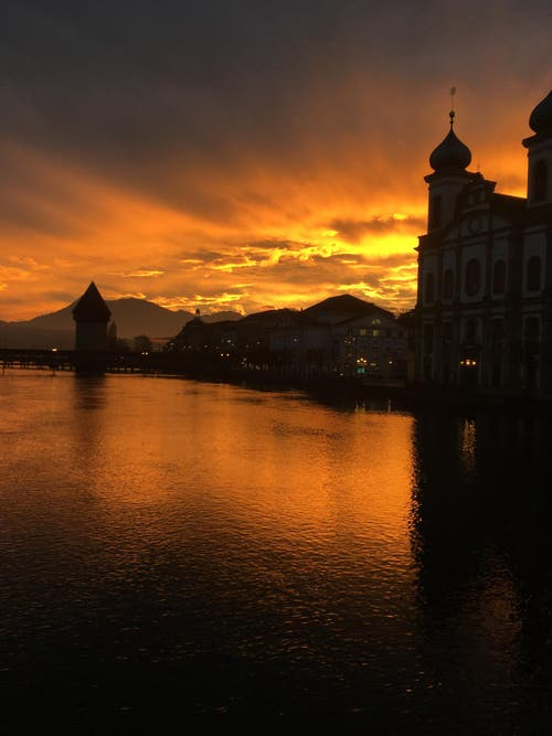 Kappelbrücke und Jesuitenkirche (Bild: Jael Bind)