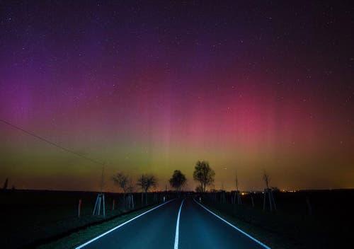 Nordlichter (Aurora Borealis) in der Nähe von Lietzen in Märkisch-Oderland in Deutschland. (Bild: EPA / Patrick Pleul)
