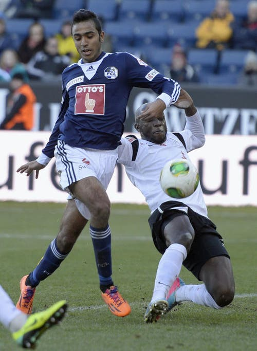 Zweikampf um den Ball: Mahmoud Kahraba (links) vom FCL gegen Igor Nganga von Aarau. (Bild: Keystone)