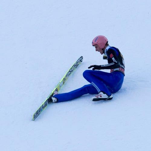 Severin Freund stürzte beim Wettkampf. (Bild: SIGI TISCHLER (KEYSTONE))