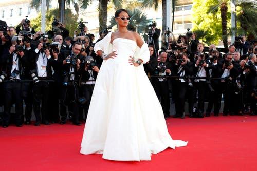 Sängerin Rihanna ist auf dem roten Teppich zu Hause. Dies beweist sie in Cannes ein weiteres Mal. (Bild: EPA/Ian Langsdon)