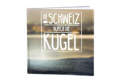104 Tage bekam er von der Schule für seine Arbeit, 20 davon wendete er für das Fotografieren auf. Entstanden ist eine 38 Seiten umfassende Abschlussarbeit in Form eines Buches mit dem Titel «die Schweiz durch die Kugel.» (Bild: Seya Eggler)