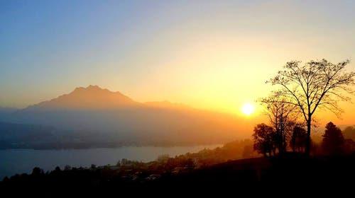 Sonnenuntergang über Luzern. (Bild: Buholzer Walter)