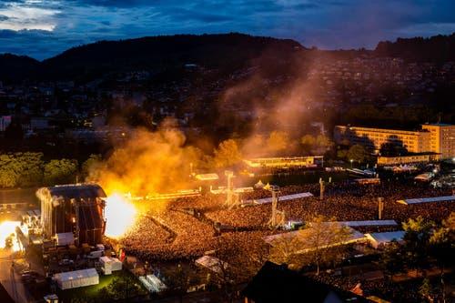 Die feurige Show von Rammstein am Samstag auf der Allmend. (Bild: Philipp Schmidli)