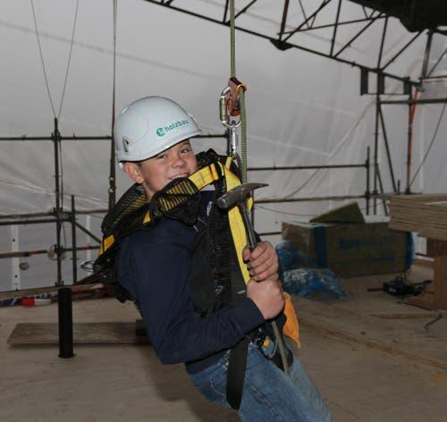 Phil Estermann - auf der Baustelle in Luzern (Dachstockausbau) (Bild: Lussi Martin, Projektleiter 1a hunkeler holzbau AG)