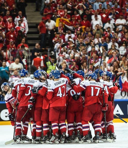Die Tschechen hingegen feierten ihren Sieg gegen die Schweiz. (Bild: FILIP SINGER)