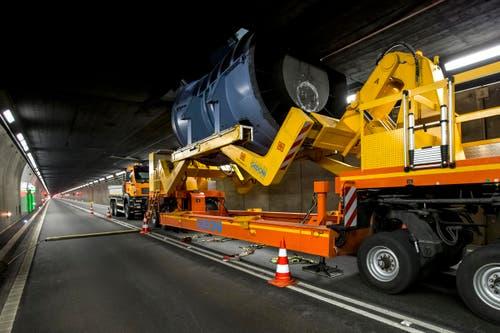 Zum Einsatz kommen schwere Maschinen. (Bild: Keystone / Alexandra Wey)