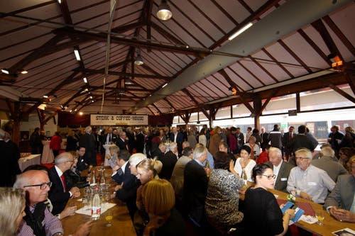Das Restaurant «Aegerital go West» ist bis auf den letzten Platz gefüllt (26.10.2015). (Bild: PD)