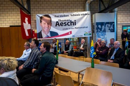 Live-Übertragung der Bundesratswahlen 2015 im Restaurant Sport-Inn in Baar. (Bild: ALEXANDRA WEY)