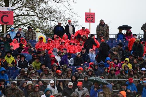 Die Besucher mussten sich warm anziehen. (Bild: Maria Schmid / Neue ZZ)