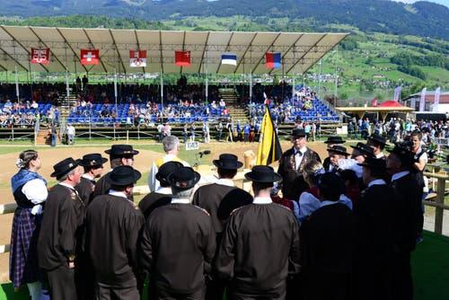 Jodlerklub Arnigrat Sachseln singt an der Sonntagsstille vom Vormittag. (Bild: Robert Hess / Neue OZ)