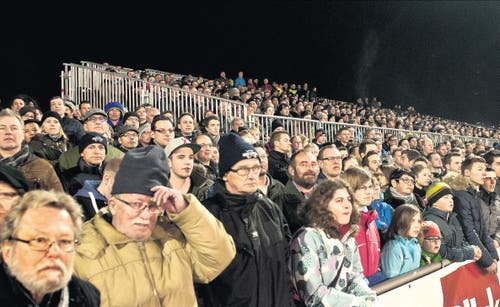 12. März: Der SC Buochs spielt erstmals in einem Cup-Viertelfinal. Die Niederlage von 0:5 gegen St. Gallen tat der Stimmung zwar keinen Abbruch. Aber etwas lange Gesichter gab es dann doch auf der Tribüne. (Bild: Boris Bürgisser / Neue LZ)