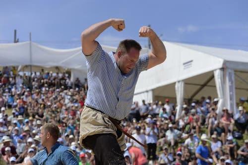 Adi Laimbacher freut soich über seinen Sieg im fünften Gang. (Bild: Dominik Wunderli / Neue LZ)