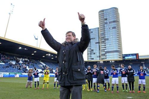 16. Dezember: FCL-Präsident Mike Hauser erntet Applaus von den Fans und den Spielern. Grund: Der FCL-Präsident übergibt sein Amt an Ruedi Stäger. (Bild: Philipp Schmidli)