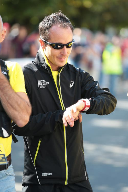 Viktor Röthlin beim Startgelände. (Bild: Roger Zbinden (Neue LZ))