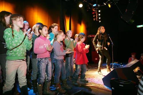 Fabienne Louves singt 2007 für das Kinderparlament. (Bild: Manuela Jans / Neue LZ)
