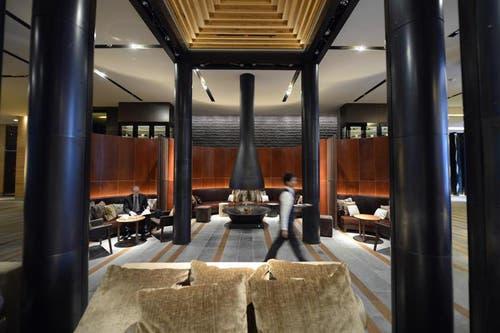 Lounge im «Chedi»: Im Endausbau wird die gesamte Anlage 169 Residenzen, Suiten, Hotelzimmer und Penthäuser umfassen und rund 300 Millionen Franken gekostet haben. (Bild: Keystone)