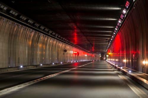 Test der Notbeleuchtung im Tunnel. (Bild: Keystone / Alexandra Wey)