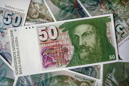 Der Schweizer Arzt, Naturforscher und Altphilologe Konrad Gessner zierte die 50-Franken-Note aus der Banknotenserie von 1976. (Bild: Keystone / Martin Ruetschi)