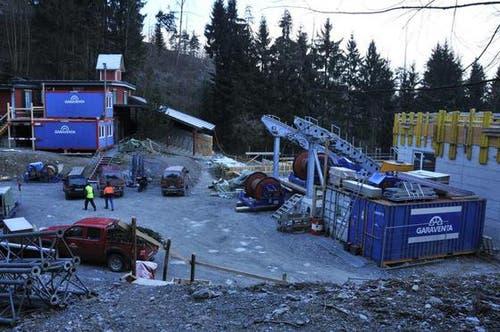 16. Januar: Im Kälti entsteht die neue Talstation (rechts) der Cabriobahn. (Bild: Robert Hess / Neue OZ)