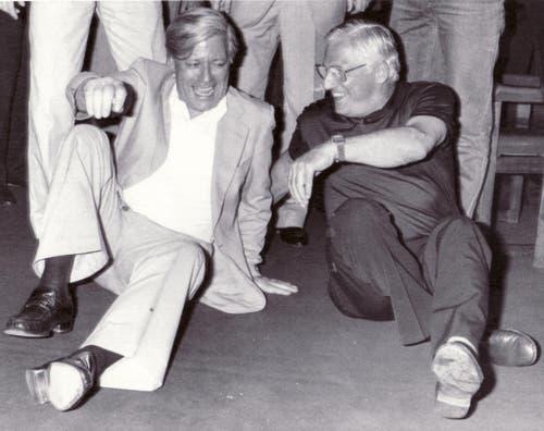 Der deutsche Kanzler Helmut Schmidt und Fussballtrainer Jupp Derwall haben das Lachen nicht verlernt, selbst als am 12. Juli 1982 die deutsche Nationalmannschaft den WM-Final gegen Italien in Madrid verloren hat. (Bild: Keystone)