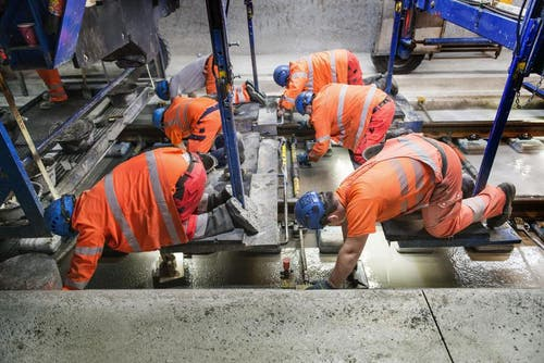29. Oktober 2014: Tunnelbau ist auch Handarbeit. (Bild: Keystone)