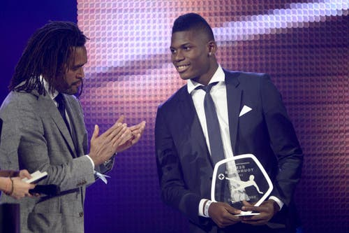 Breel Embolo vom FC Basel gewinnt den Award Swiss Football League Best Youngster 2014. (Bild: Keystone)