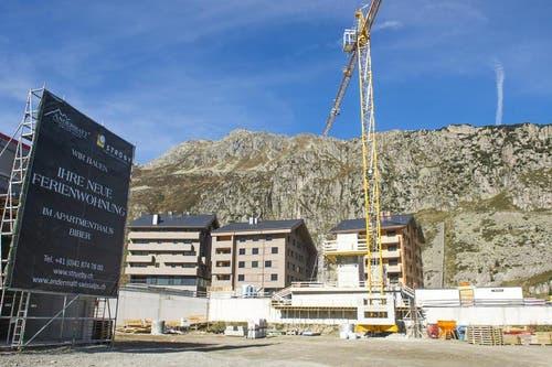 Wie die Andermatt Swiss Alps AG am Freitag mitteilte, verfügt das Apartementhaus Biber dereinst über 22 Einheiten mit 2.5- bis 3.5-Zimmern und Verkaufspreisen ab 630'000 Franken. (Bild: Keystone)