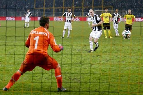 Zidane verwertet einen Elfmeter. (Bild: Keystone)