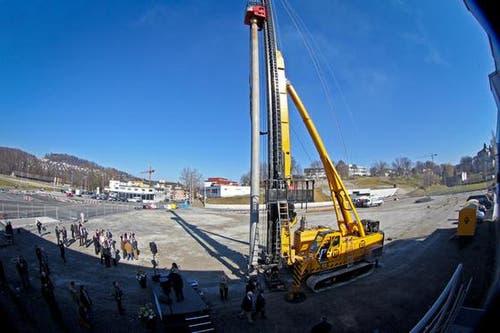 Der «Spatenstich» zum Bau der Messehalle 1 am 2. März 2012. (Bild: Philipp Schmidli / Neue Luzerner Zeitung)