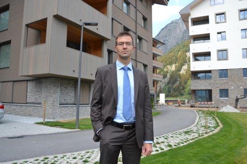 18. Februar: Der Realper Franz-Xaver Simmen wird CEO der Andermatt Swiss Alps AG. Im Hintergrund: Die ersten Häuser des Tourismusresorts Andermatt. (Bild: Sven Aregger / Neue UZ)